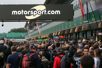Fans in the pitlane with Motorsport.com signage