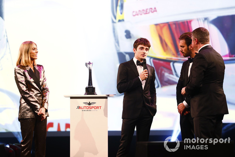 "Il vincitore del ""Rookie of the Year award"", Charles Leclerc, sul palco"