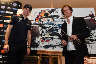 Max Verstappen, Red Bull Racing and Armin Flossdorf, Artist at Make A Wish Foundation Charity Auction at Jumeirah At Etihad Towers