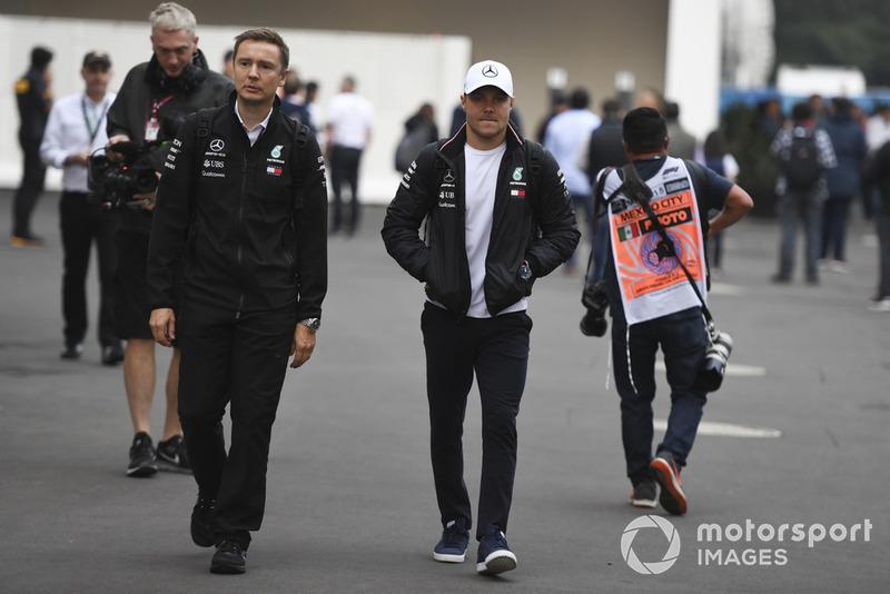 Valtteri Bottas, Mercedes AMG F1 y Antti Vierula, entrenadora