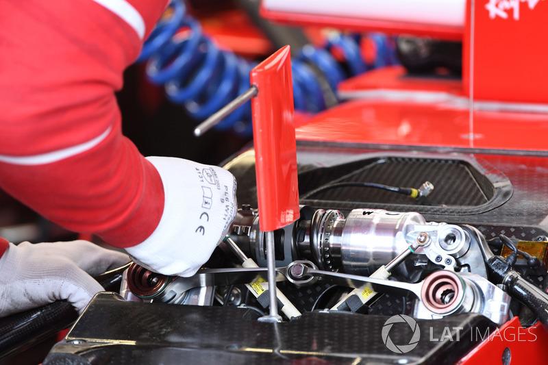 Ferrari SF70H ön süspansiyon detayı