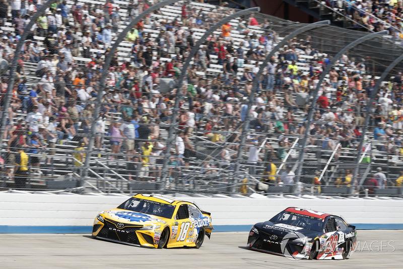 Kyle Busch, Joe Gibbs Racing, Toyota; Matt Kenseth, Joe Gibbs Racing, Toyota
