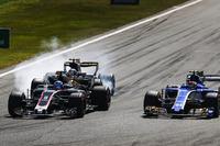 Romain Grosjean, Haas F1 Team VF-17, Jolyon Palmer, Renault Sport F1 Team RS17, Pascal Wehrlein, Sauber C36-Ferrari