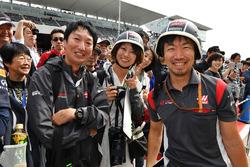 Haas F1 fans with Ayao Komatsu, Haas F1 Engineer