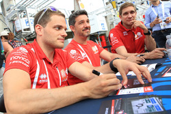 Roberto Gonzalez, Simon Trummer, Vitaly Petrov, CEFC Manor