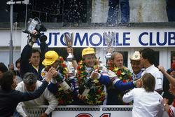 Ханс-Йоахим Штук, Эл Хоберт и Дерек Белл, Porsche 962 на подиуме