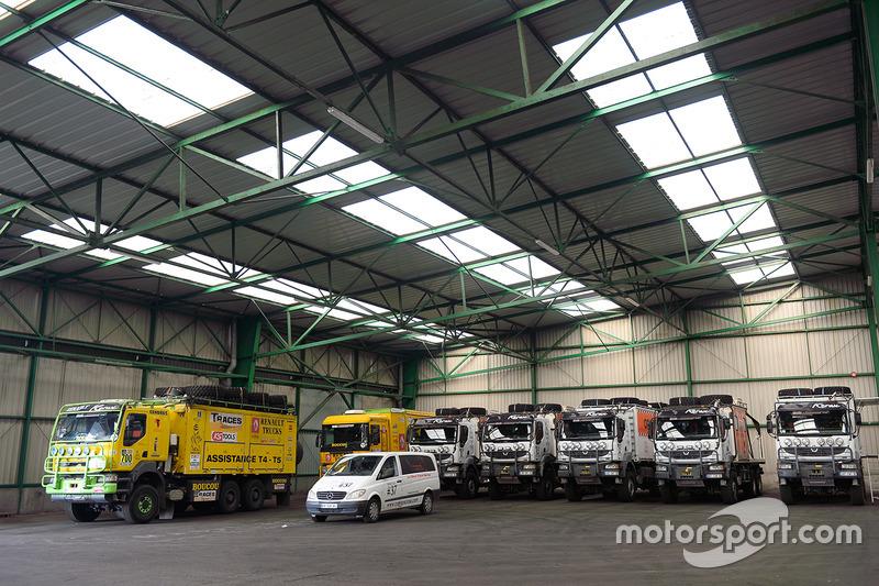 Camiones preparados para el largo viaje a Buenos Aires