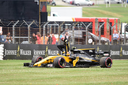 Jolyon Palmer, Renault Sport F1 Team RS17 stops on track on the parade lap