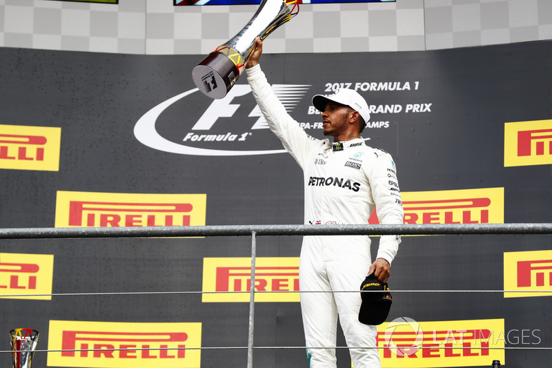 Podium: Race winner Lewis Hamilton, Mercedes AMG F1, with his trophy