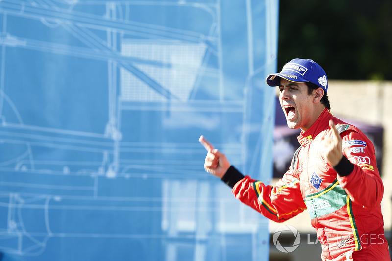Lucas di Grassi, ABT Schaeffler Audi Sport, celebra en el podio