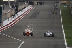 Kimi Räikkönen, Ferrari SF70H; Felipe Massa, Williams FW40