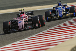 Esteban Ocon, Force India VJM10, leads Marcus Ericsson, Sauber C36