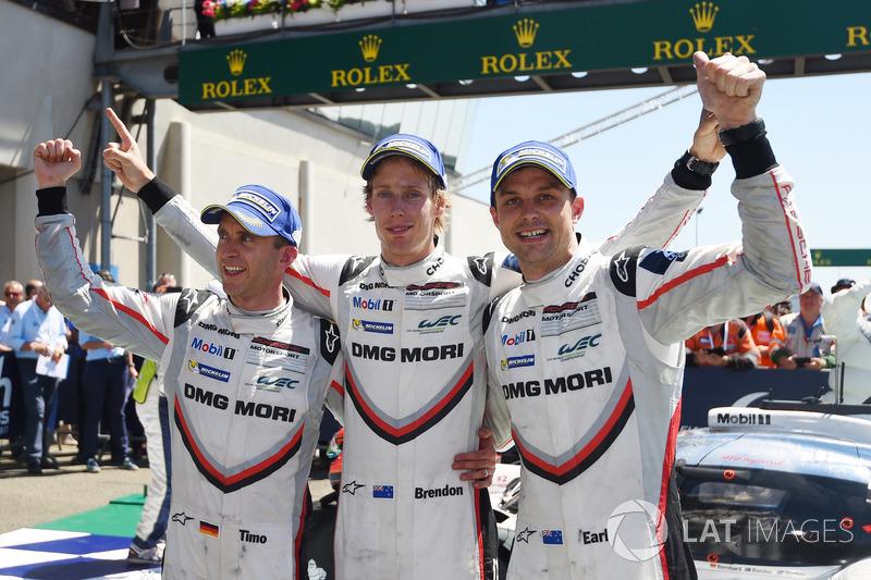 I vincitori assoluti #2 Porsche Team Porsche 919 Hybrid: Timo Bernhard, Earl Bamber, Brendon Hartley