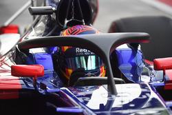 Carlos Sainz Jr., Scuderia Toro Rosso STR12, halo