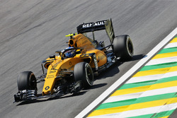 Jolyon Palmer, Renault Sport F1 Team RS16 with a Halo cockpit cover