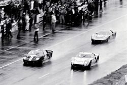 #2 Ford GT-40 Mark II: Bruce McLaren and Chris Amon