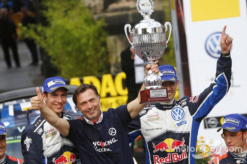 Podio: i vincitori Sébastien Ogier, Julien Ingrassia, Volkswagen Motorsport con il boss Jost Capito