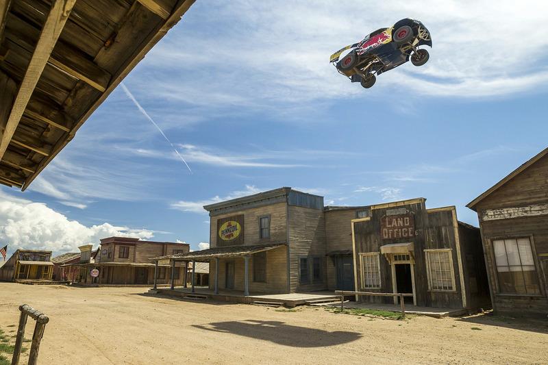 #1: Weltrekord im Truck-Weitsprung