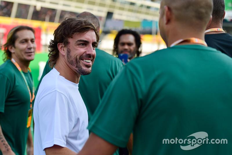Fernando Alonso, McLaren, futbol maçında