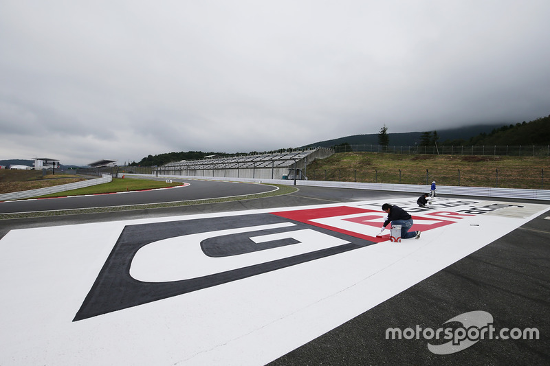 Toyota Racing logo being painted for the 6 Hours of Fuji