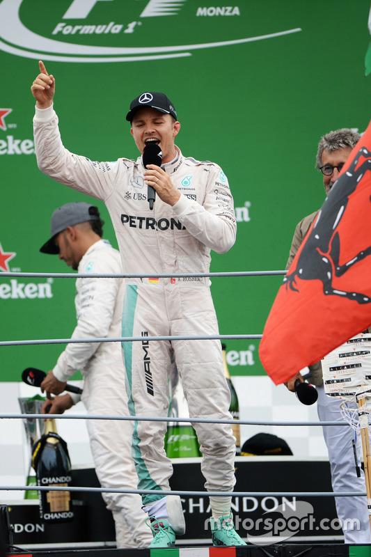 Podium: Sieger Nico Rosberg, Mercedes AMG F1