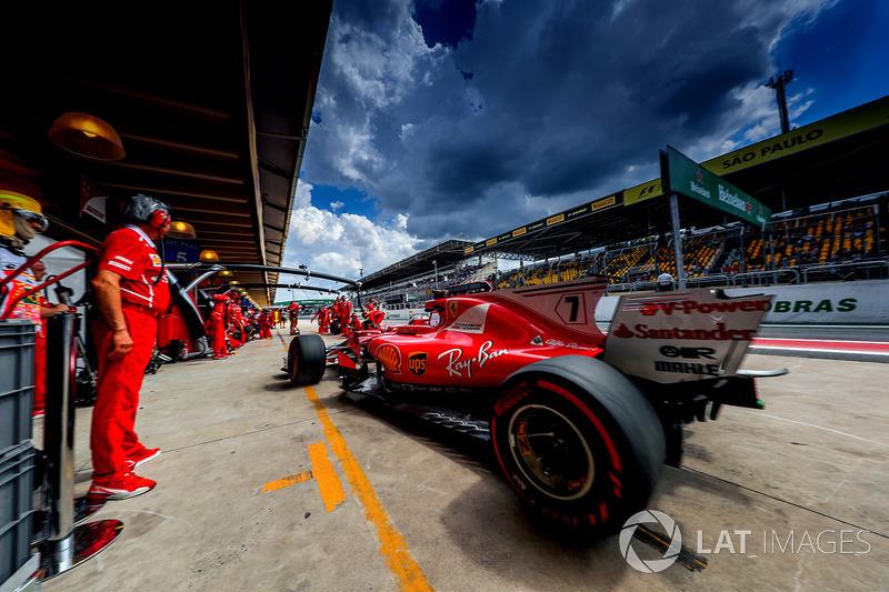 Kimi Raikkonen, Ferrari SF70H makes a practice pitstop