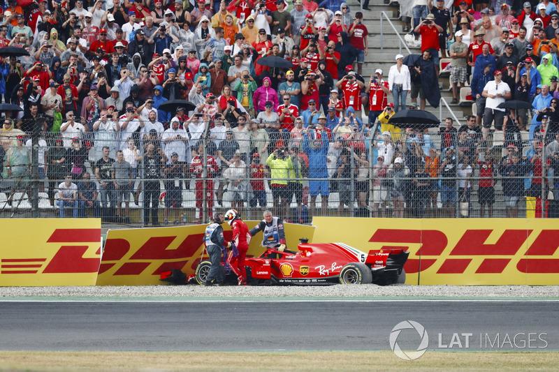 Sebastian Vettel; Ferrari SF71H choca cuando lideraba