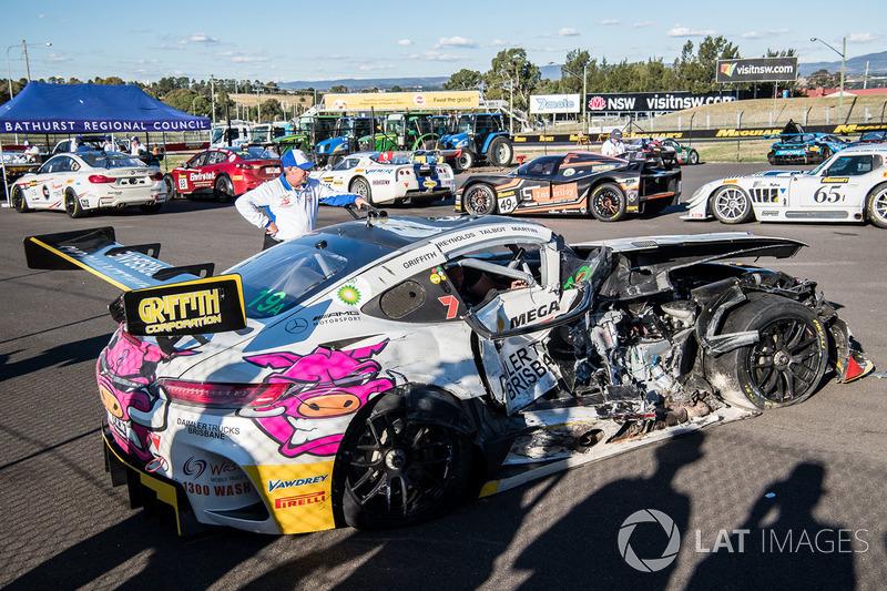 После аварии: Mercedes AMG GT3 (№19), Nineteen Corp P/L
