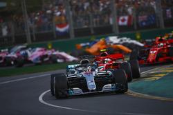 Льюис Хэмилтон, Mercedes AMG F1 W09, Кими Райкконен и Себастьян Феттель, Ferrari SF71H