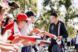 Esteban Ocon, Force India, firma un autografo