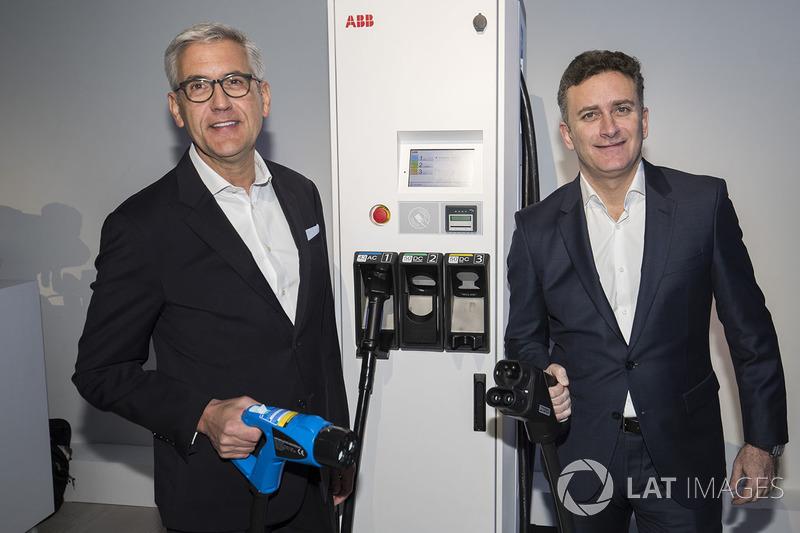 Alejandro Agag, CEO de la Fórmula E y Ulrich Spiesshofer, CEO de ABB