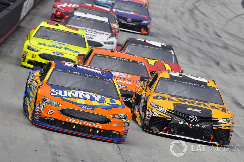 Ricky Stenhouse Jr., Roush Fenway Racing, Ford Fusion SunnyD and Erik Jones, Joe Gibbs Racing, Toyota Camry DeWalt