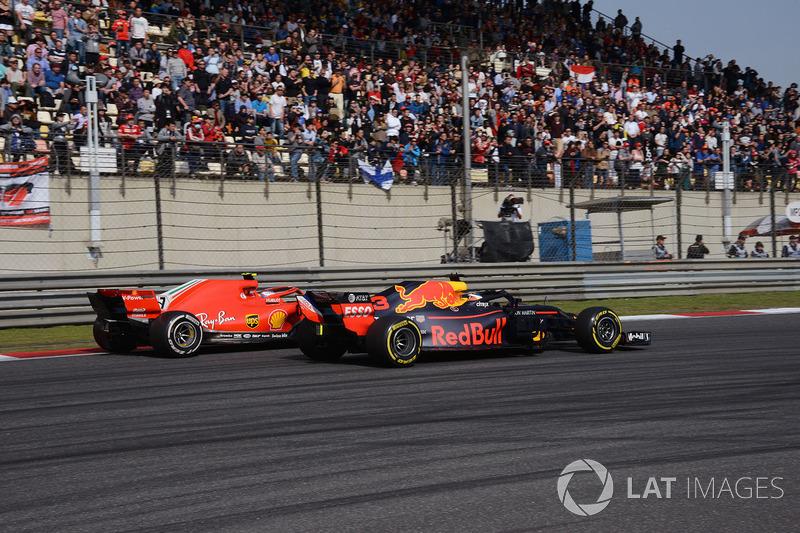 Daniel Ricciardo, Red Bull Racing RB14 and Kimi Raikkonen, Ferrari SF71H battle
