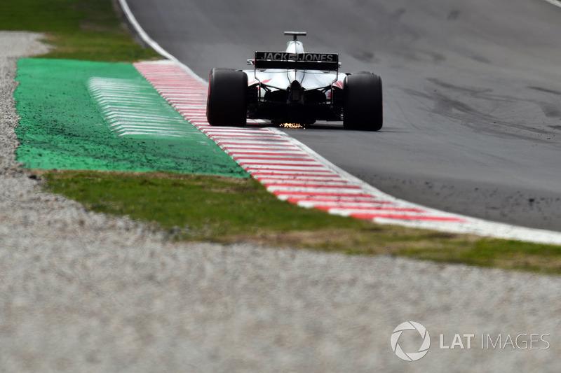 Kevin Magnussen, Haas F1 Team VF-18 sparks
