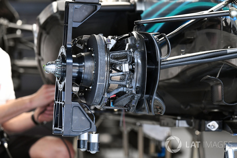 Mercedes-AMG F1 W09 EQ Power + freno delantero y detalle del cubo de la rueda