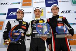 Rookie Podium: Winnaar Lando Norris, Carlin Dallara F317 - Volkswagen, tweedee Joey Mawson, Van Amersfoort Racing, Dallara F317 - Mercedes-Benz, derde Juri Vips, Motopark Dallara F317 - Volkswagen
