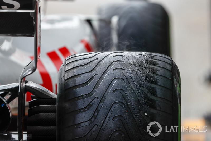 La temperatura sube en los neumáticos de Kevin Magnussen, Haas F1 Team VF-18