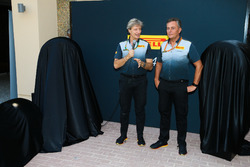 Mario Isola, Pirelli Sporting Director met de nieuwe bandensoorten voor 2018