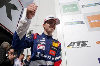 Podio de debutantes: Robert Shwartzman, PREMA Theodore Racing Dallara F317 - Mercedes-Benz