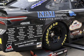 La crew di Blake Jones, BK Racing, Toyota Camry Tennessee XXX Moonshine