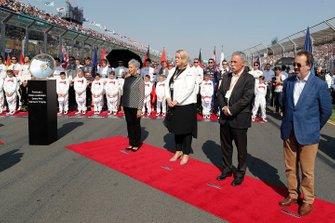 Chase Carey, Chairman, Formula 1, and Rt Hon Martin Pakula MP, Minister for Racing