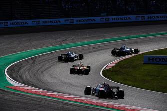 Sergey Sirotkin, Williams FW41, leads Stoffel Vandoorne, McLaren MCL33, and Charles Leclerc, Sauber C37