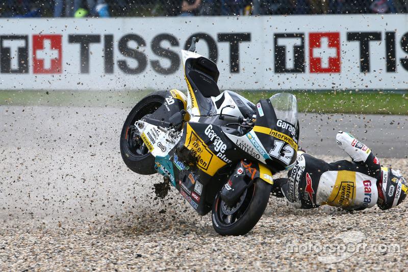 Thomas Lüthi, Interwetten ve behind Sam Lowes, Federal Oil Gresini Moto2 kaza