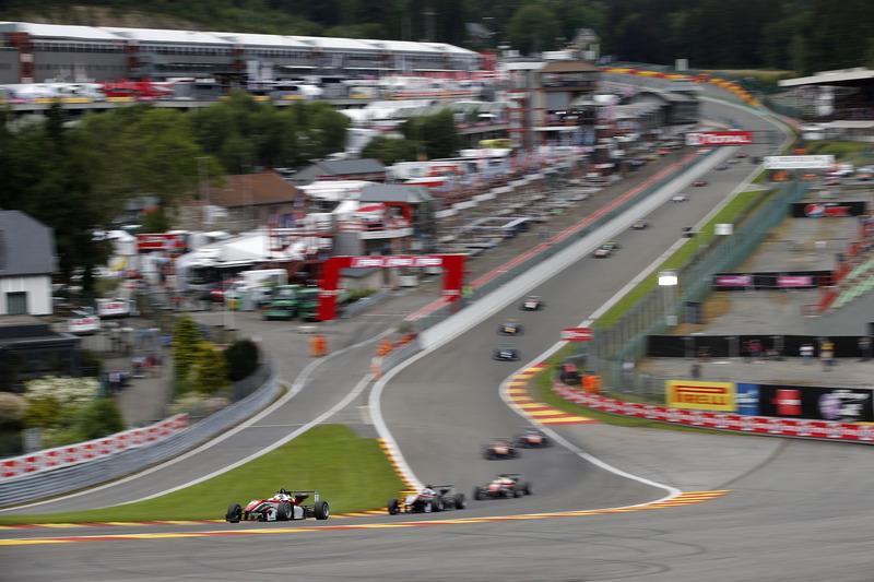 Nick Cassidy, Prema Powerteam, Dallara F312 – Mercedes-Benz; George Russell, HitechGP, Dallara F312 - Mercedes-Benz,