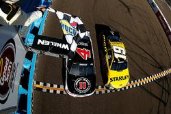 Kevin Harvick, Stewart-Haas Racing Chevrolet beats Carl Edwards, Joe Gibbs Racing Toyota