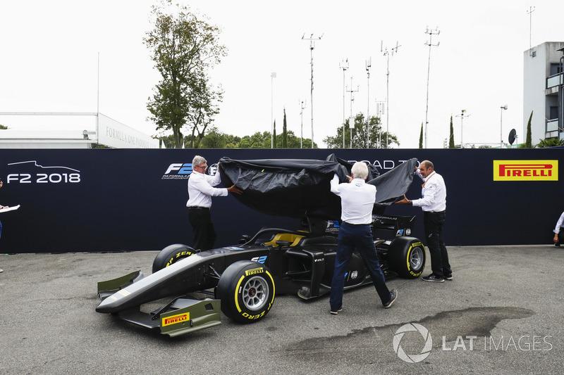 La nouvelle F2 dévoilée dans le paddock