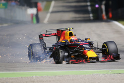 Max Verstappen, Red Bull Racing RB13 con un pinchazo