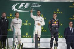 Подиум: Нико Росберг, Mercedes AMG F1; Льюис Хэмилтон, Mercedes AMG F1; Макс Ферстаппен, Red Bull Ra