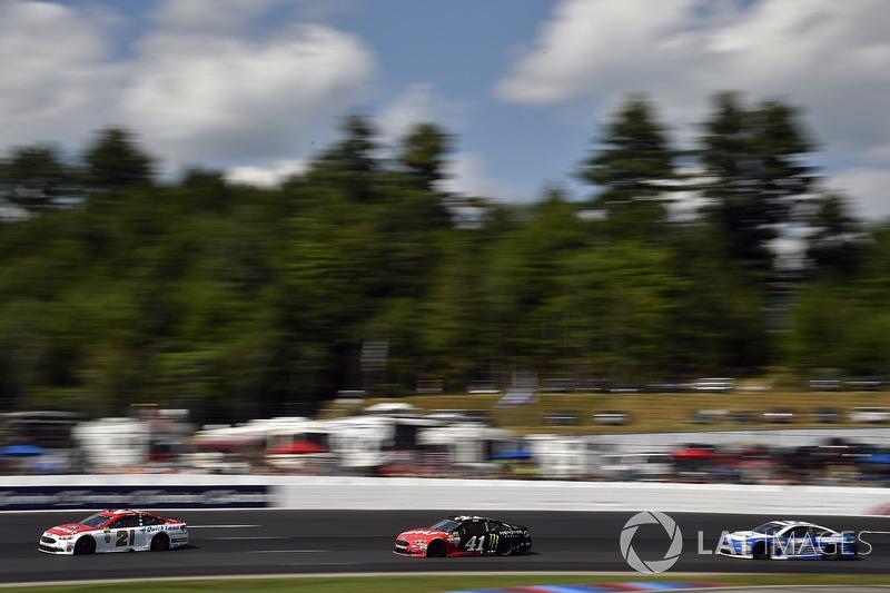 Ryan Blaney, Wood Brothers Racing Ford, Kurt Busch, Stewart-Haas Racing Ford, Ricky Stenhouse Jr., Roush Fenway Racing Ford