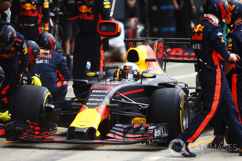 Daniel Ricciardo, Red Bull Racing RB13, pit sto